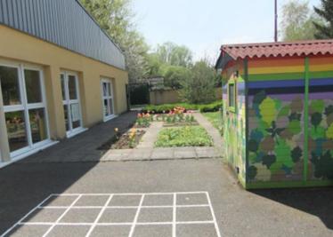 Jardin école maternelle